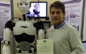 15-vjeçari shqiptar krijon robotin nga printeri 3D