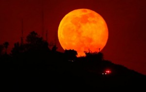 """""""Superhëna"""" dhe """"hëna e përgjakshme"""""""