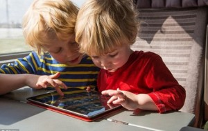 Fëmija s'duhet ta mbushë ditën me lojëra elektronike