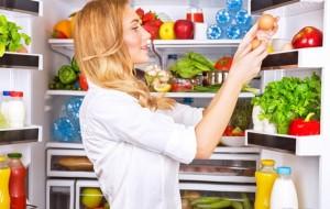 Ja disa rregulla se si ruhen produktet në frigorifer