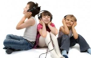 Muzika ju bën të lumtur, është e dobishme për adoleshentët