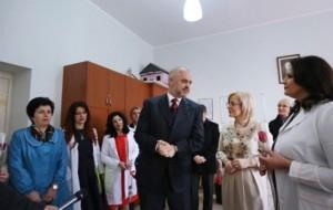 """Ministrja Nikolla uron 7 Marsin nga shkolla """"28 Nëntori"""", Shkodër"""