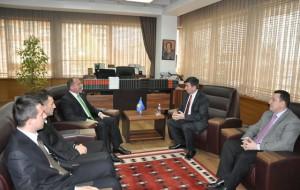 Ministri Bajrami priti rektorin e Universitetit Shtetëror të Tetovës