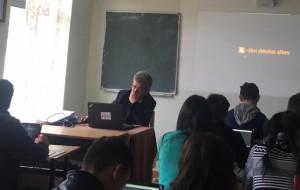"""Orë mësimi në gjimnazin """"Skënderbeu"""" në Has"""