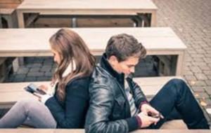 Të rinjtë shqiptarë rekord në përdorimin e mediave sociale
