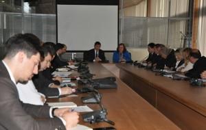 Tekstet shkollore, ministri Bajrami takon ekspertët