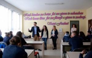 """Pas mësimit, """"Aleks Buda"""" çel dyert për komunitetin"""