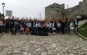 Berat, 140 nxënës pastruan zonën rreth kalasë