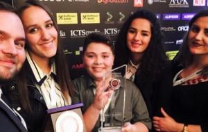 """12-vjeçari rrëmbeu çmimin """"Ylli në ngjitje"""" në ICT Awards"""