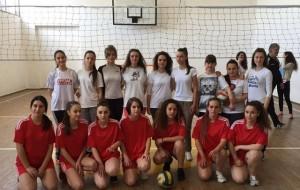 Volejboll, ndeshen skuadrat e dy gjimnazeve në Krujë