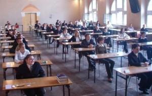 Provimi, testohen 40392 maturantë në gjuhën e huaj