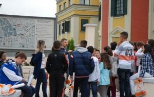 Nxënësit vizitojnë nga afër Kullën e Sahatit