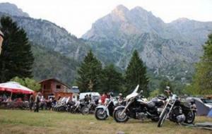 Alpinistë e motoçiklistë 'pushtojnë' Valbonën