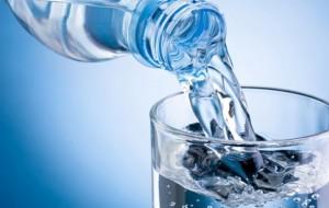 Kujdes, zgjidheni ujin që konsumoni në familjet tuaja