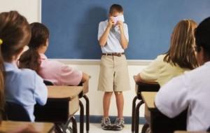Fëmija yt ka turp? Psikologia: Prindër, ja kur duhet të shqetësoheni