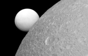 Dy hëna të Saturnit me oqeane?