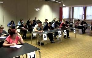 Nxënësit kopjojnë në provime? Ja si t'i kontrolloni
