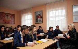 Ministrja Nikolla viziton shkollat në Shkodër