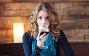 Arsyet pse duhet të konsumoni një gotë verë