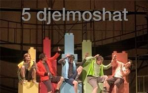 """""""5 Djelmoshat"""", premierë në skenën e Teatrit Kombëtar"""