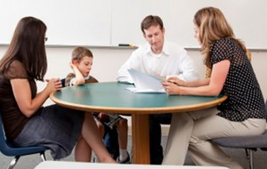 Marrëdhënia prind-mësues, çelësi i suksesit të fëmijës