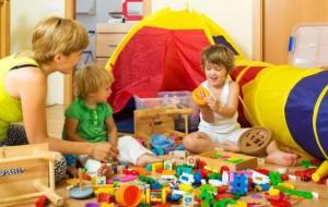 Si ta mësoni fëmijën të ndajë me të tjerët?