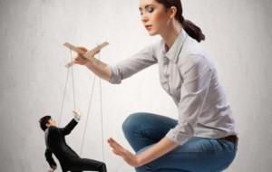 Çfarë i shkaktojnë fëmijës prindërit kontrollues?
