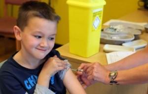 Nëse 6-vjeçarët s'janë të vaksinuar, gjobiten prindërit
