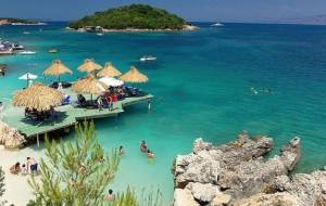 Gazetarja italiane promovon Shqipërinë turistike