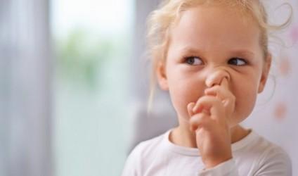 Gishtat në hundë mund të kthehen në rrezik serioz!