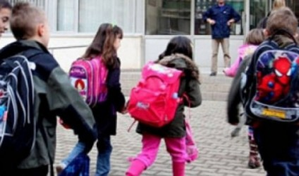 Prindër, mësojini fëmijët: Shkolla nuk është dyqan!