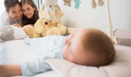 Kur fëmijët flenë me prindërit…