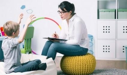 Psikolog në shkollë apo shkollë edhe me psikologë