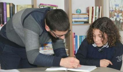 Mësuesi, drita që shëmbëllen