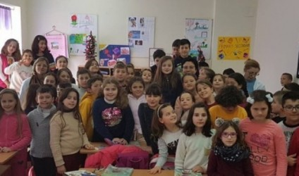 """Poroçani bashkëbisedim me nxënësit në shkollën """"J. De Rada"""""""