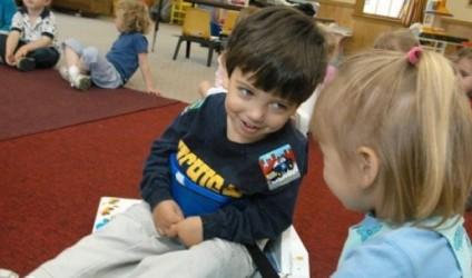 15 parimet e Maria Montessorit për të edukuar fëmijë të lumtur