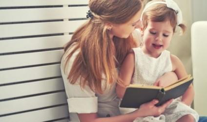 Mësues, nxisni prindërit të lexojnë me fëmijët në shtëpi