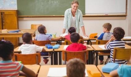 A duhet t'i pyesim nxënësit si i kaluat pushimet verore?