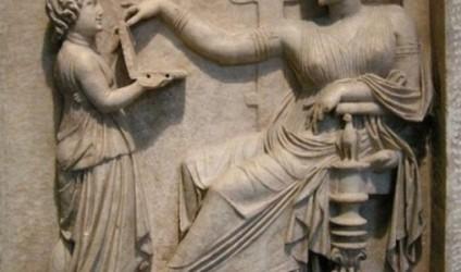 Një laptop në skulpturën e lashtë greke?