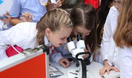 """""""Fi Ki Bio"""" – Laboratori i lëvizshëm nëpër shkolla"""