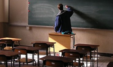 Jep mësim sikur askush nuk po të shikon!
