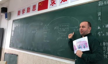 Njihuni me Bledin, mësuesin Mirditor që jep mësim në Kinë
