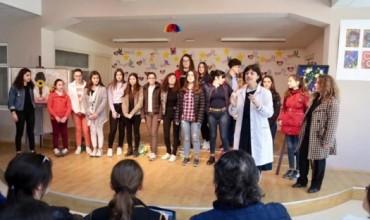 Ekspozitë e nxënësve të shkollës artistike, Jakov Xoxa, Fier, në kuadër të 7-Marsit