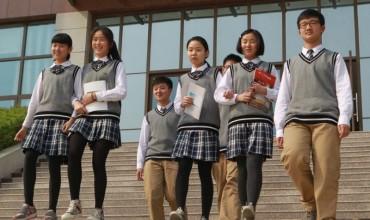 Kinë, uniformat që monitorojnë vendndodhjen e nxënësit