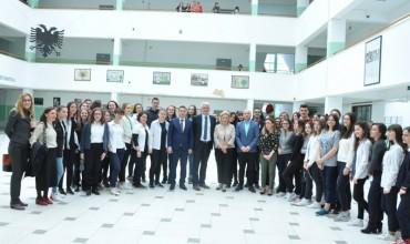 Bashkëbisedimi i ministrit Bytyqi me nxënësit e shkollës Xhevdet Doda, Prishtinë