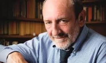 Umberto Galimberti: Për edukim të vërtetë duhen klasa me 12-15 nxënës