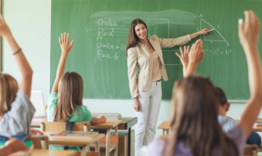 Mësimdhënia me në qendër mësuesin apo nxënësin
