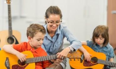 Ndërtimi i aftësive specifike në grupmosha të ndryshme përmes muzikës