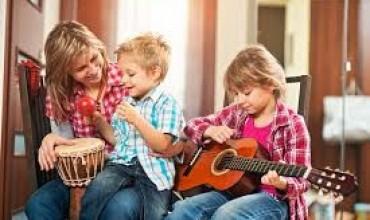 Flet shkenca: Jo celular, jepuni fëmijëve një instrument muzikor për këto arsye