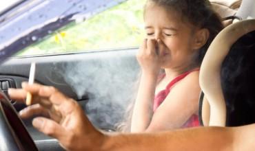 Fëmijët e ekspozuar ndaj tymit të duhanit, të rrezikuar për infeksione të frymëmarrjes
